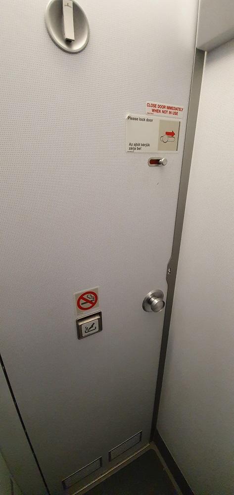 туалет в самолете фото