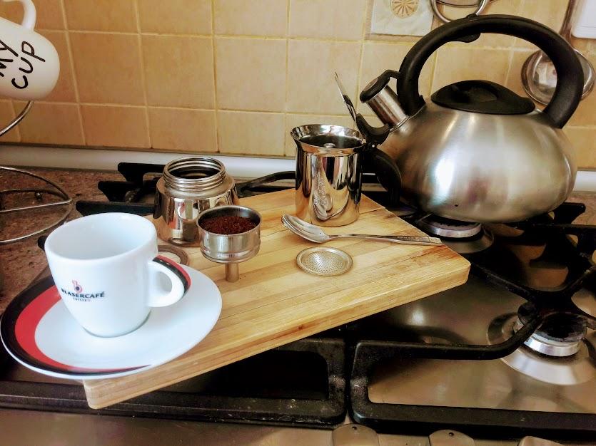 как варить кофе в гейзерной кофеварке на газовой плите