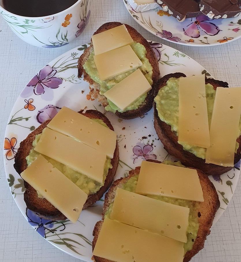 бутер с авокадо