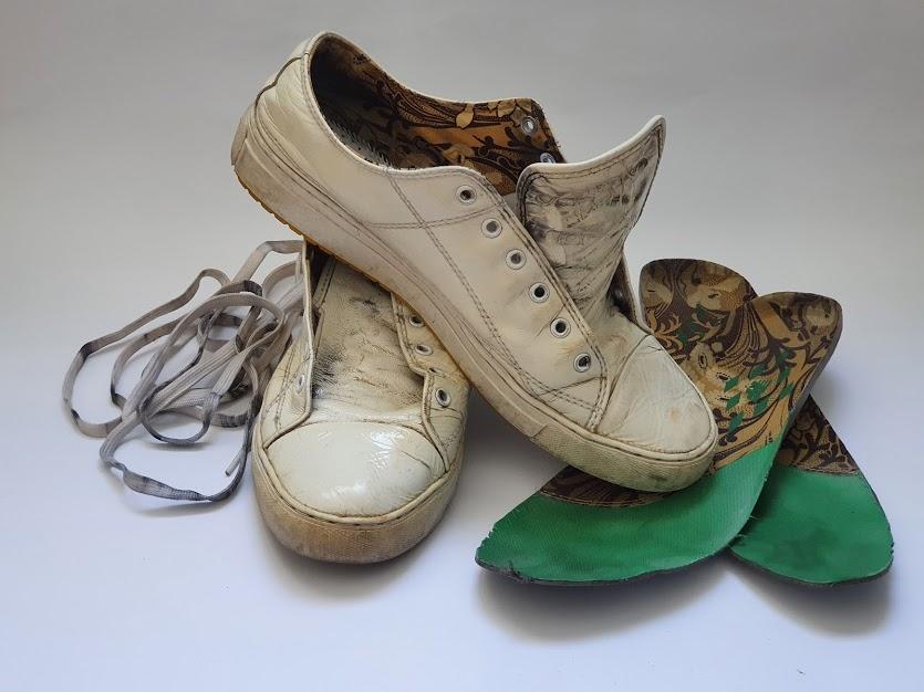 как отстирать белые кроссовки