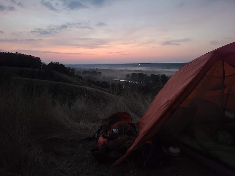 Змиевские кручи с палаткой