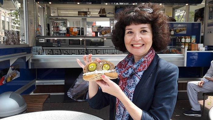 амстердам бутерброд с селедкой
